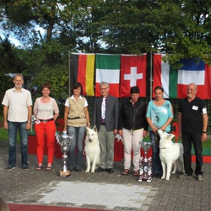 Foto: FBBSI WINNER CUP vom Sonntag v.l.n.r.: GWS-Präsident St. Bolliger, FBBSI-Präsidentin B. Hilsbos, B. Engelhardt mit BOB Buran, Richter Dr. M. König und M. Müller, D. Wiegel mit BOS Amy Lou, GWS-AL R. Vogt